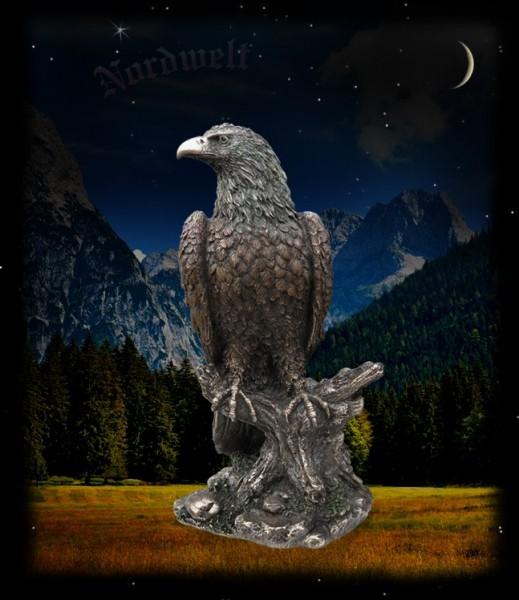 Adler Hräsvelg bronziert Statue Figur Wächter in der Weltenesche Yggdrasil