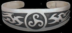 Armreifen mit Triskele keltischer Schmuck silber