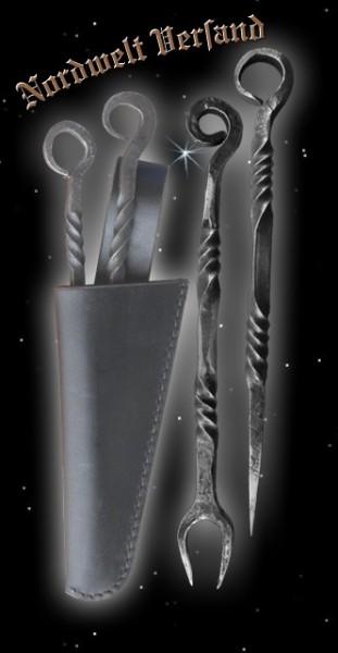 Pfriem (Essdorn) und Gabel mit schwarzer Lederscheide