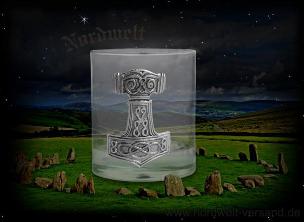 Kristallglas mit Ostergötland Thorhammer aus Zinn
