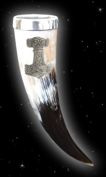 Prunkhörner mit Zinnrand und großem Thorhammer 0,5 Liter