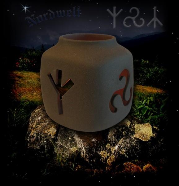 Keramik Runenleuchter mit Triskele, braun