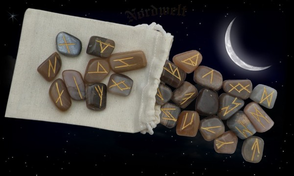 Runen Mondstein Runensteine legen Magie Weisheit erlagen