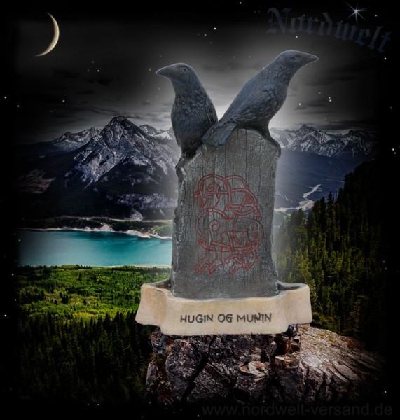Hugin und Munin / Odins Raben auf Runenstein - mit Runen, Polyresin