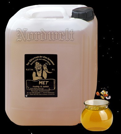 "Mead (honey wine) ""fruity / lovely"" in a 10 liter canister; 10.5% vol"
