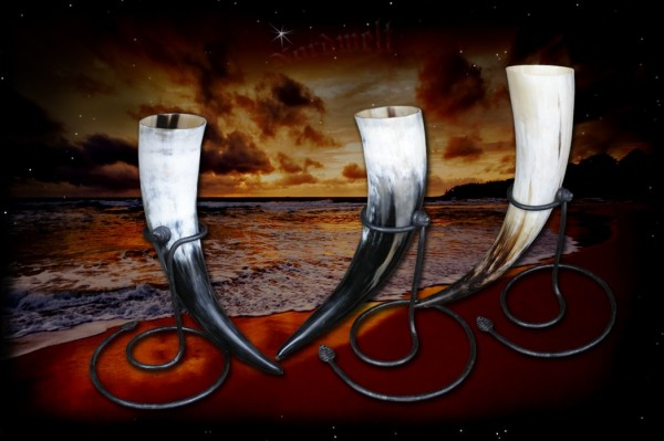 Drinking horn / mead horn with metal stand 0.3 to 0.5 liters