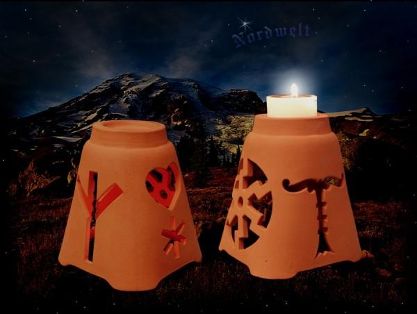 Brauchtumsleuchter Sonnenwende Julleuchter mit Irminsul, Sonnenrad, Hagal- Rune und Herz.