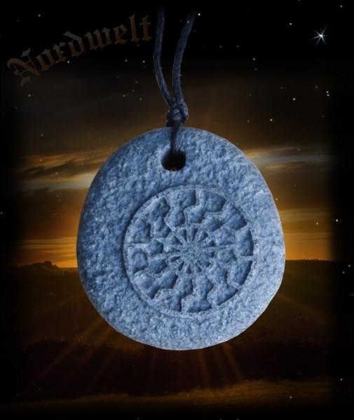 Schwarze Sonne Lavastein Anhänger Sonnenrad Sonnensymbol akkadisch altbabylonisch