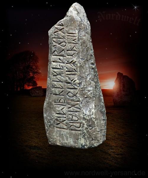 Runenstein Menhir Runen Gedenkstein Wikinger Ahnenverehrung Rune Stein